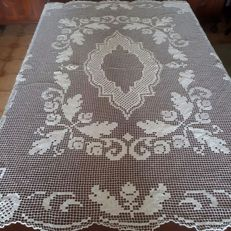 Fine antique white tablecloth in modano filet - Italy.
