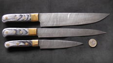 Set of three handcrafted Damask knives - 2 long chef's knives, 1 short chef's knife - handle made from grey lacquered wood and brass