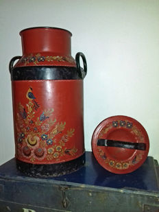A Beautiful red-black Hindeloopen hand-painted milk churn from Friesland.