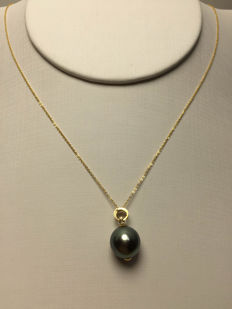 The South Sea, the Black Pearl、Diamonds、 18K gold necklace. Pearl diameter: 10.5 mm. New, no wear. * no reserve price *