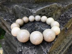 Natural royal white beige Amber graduated bracelet, no reserve, 32..5 grams.