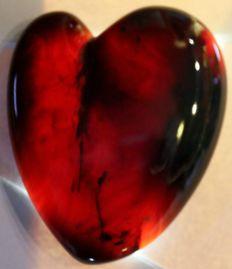 "Blue/ red Amber ""purple heart"" - very rare - transparent red stone - 85 x 68 x 17 mm - 60 g"