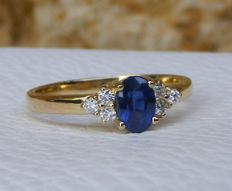 18kt gold ring with natural Sapphire and Diamonds - Size 53 - No reserve price