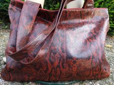 Claudio Ferrici – Very large leather shopper in snake print