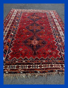 Origin : Hand-knotted Iran Shiraz  Material : wool on wool  Manufacturing : hand made