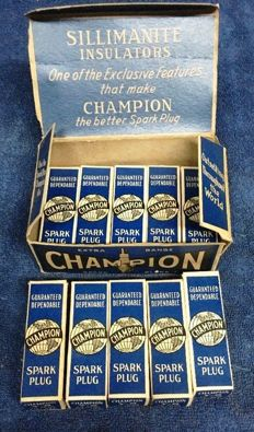 ORIGINAL & COMPLETE BOX OF VINTAGE CHAMPION SPARK PLUGS I-COM 1950 - 1960