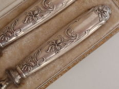 Art Nouveau silver carving cutlery with nicely decorated handles - in box