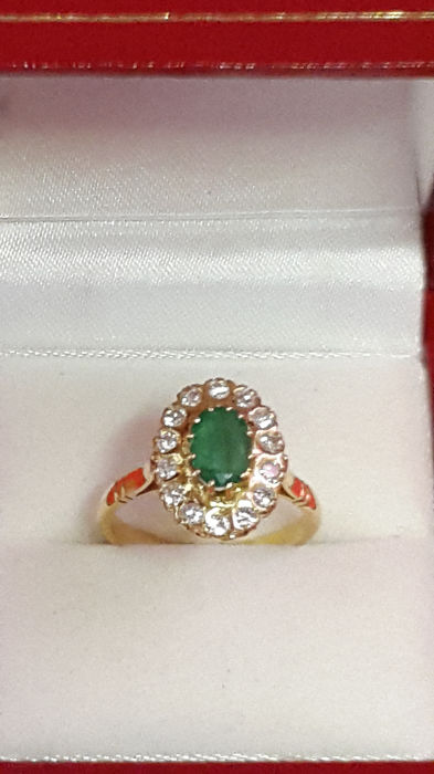 18 kt gold ring / emerald / diamonds / size: 53 / 16.8 mm