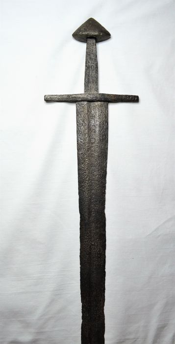 Medieval sword with inscription and rare knob (Oakeshott type E) - 670 mm