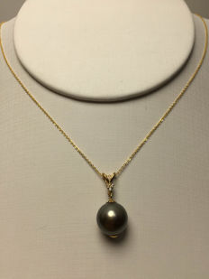 South Sea, Black Pearl, Diamonds, 18K gold necklace. Pearl diameter: 10.3 mm. * no reserve price *