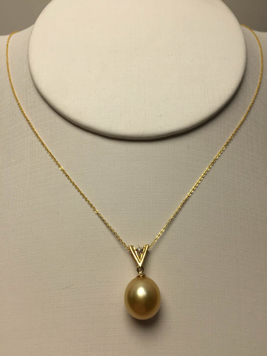 Nanyang sea gold pearl, Diamonds、18K gold necklace. Pearl diameter: 11 mm. New, no wear. * no reserve price *