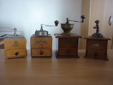 Set 4 coffee grinders - Pede Dienes - Le Caiffa - Kym - Martin -  about 1950