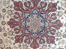 Exclusive, impressive and rare rug. Extra fine Tabriz 60 radj with silk. Dimensions: 3 x 3 m