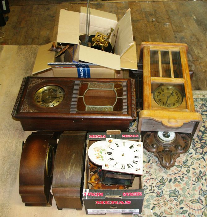 Lot of various clocks and parts for restoration or spares.