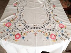 Rectangular tablecloth for 8/10 people embroidered by hand, cross-stitch with application of fabric and crochet.