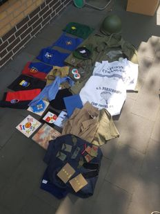 Lot various clothing, equipment, emblems more than 7 kilos.