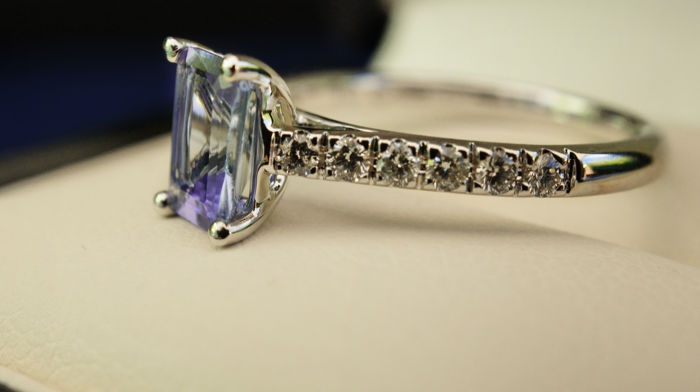 Ring in rhodium-plated 18 kt white gold set with a 0.85 ct emerald cut natural Tanzanite, and the ring body is set with rows of brilliant cut diamonds on micro-prongs for a total of 0.22 ct
