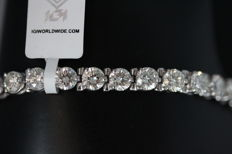 IGI certified - 14 kt tennis bracelet with 36 x 0.30 ct natural diamonds (SI1–I1), 10.50 carat in total - Total length: 17.5 cm