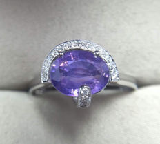 Purple sapphire, 18K gold ring. Gem weight: 1.91ct. New, no wear. Gem and jewelry certificate.