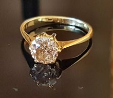 Engagement ring with champagne-coloured brilliant and certificate