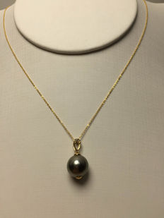 The South Sea, the Black Pearl 、Diamonds、18K gold necklace. Pearl diameter: 10.3 mm. New, no wear. * no reserve price *