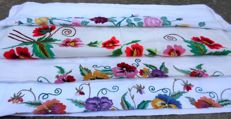 Traditional Ukrainian embroidered linen - 2 pillowcases, 2 gussets