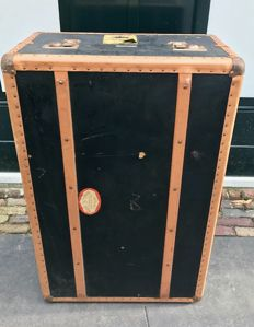 Vintage travel case of Zumpolle - sold at shops in Amsterdam, the Hague and Rotterdam - ca 1950