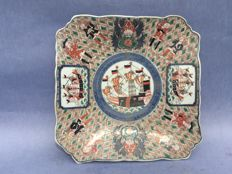 A square Imari platter decorated with shells and merchants - Japan - around 1900
