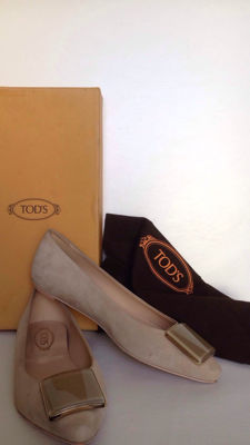 Tod's - suede leather pumps with applications in gilt metal and lucite, size 35 (IT)