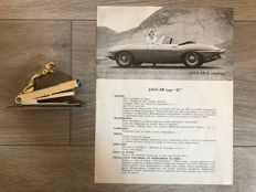 Jaguar - Lot of 2 objects - workshop stapler with gilded logo & technical sheet, type E Roadster & coupe - circa 1960