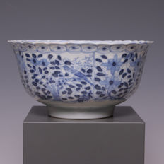 Nice blue/white porcelain bowl with the decorations of flowers and birds - China - 19th century