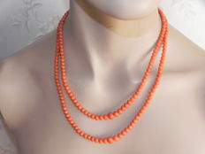 Antique 2-row coral necklace dark salmon-red 8kt gold clasp 42.4g
