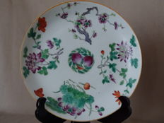 A Famille Rose Porcelain Dish, Maked '' Cheng hua nian zhi'' - China - early 19th century
