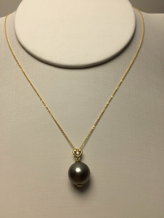 The South Sea, the Black Pearl Diamonds、18K gold necklace. Pearl diameter: 11 mm. New, no wear. * no reserve price *