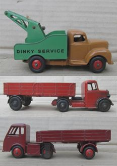 Dinky Toys - Scale 1/48 - Hindle Smart Helecs Truck No.421, Commer 'DINKY SERVICE' Breakdown Truck No.25x and Bedford Articulated Lorry No.521