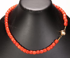 Antique precious coral necklace -14 kt gold clasp - 45 cm - Total weight: 51.15 g