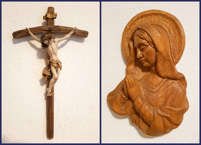 Lot of 2 figures: Wooden figure of Jesus on the cross and Madonna, Maria Immaculata - Germany - wall figure