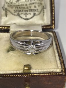 Old men's ring set with old cut diamond in  18k gold,  size 64.5