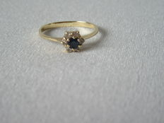 14 Karat Gold Ring with Sapphire and small brilliants; Inner diameter: 16.2.