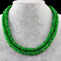 Emerald necklace with 18 kt (750/1000) gold clasp, length 50cm. *No Reserve*