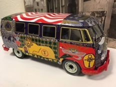 "Sun Star - Scale 1/12 - Volkswagen Kombi 1969 woodstock ""Light"" Bus"