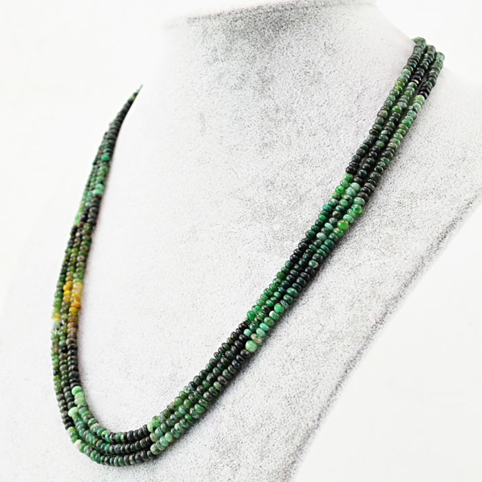 Emerald necklace with 18 kt (750/1000) gold Clasp, length 50cm.*No Reserve*