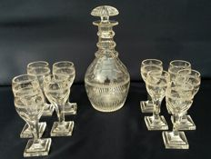 Baccarat Harcourt - Set of 11 pieces glasses goblets with cut crystal decader bottle, France, mid-19th century