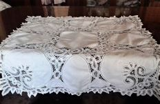 Antique and beautiful tea tablecloth embroidered by hand with lace and 2 napkins.