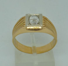 18 K yellow gold Men's ring with diamond, Greece mid 70's
