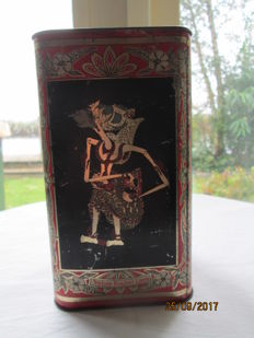 West Java. Tea Plantation Tin. Tji- Saroeni. Preanger. Station Groet. 1910-1920. Wayang puppets