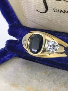 Ceylon saphire and 2 old cut 0,80ct approx total g-Vs 18k gold ring