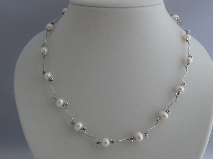 Ladies ' 925 Silver  Necklace with Pearls    Weight: 14.55 g.  Length: 40.5 cm. Width: 1.19 mm./ 6.58 mm.