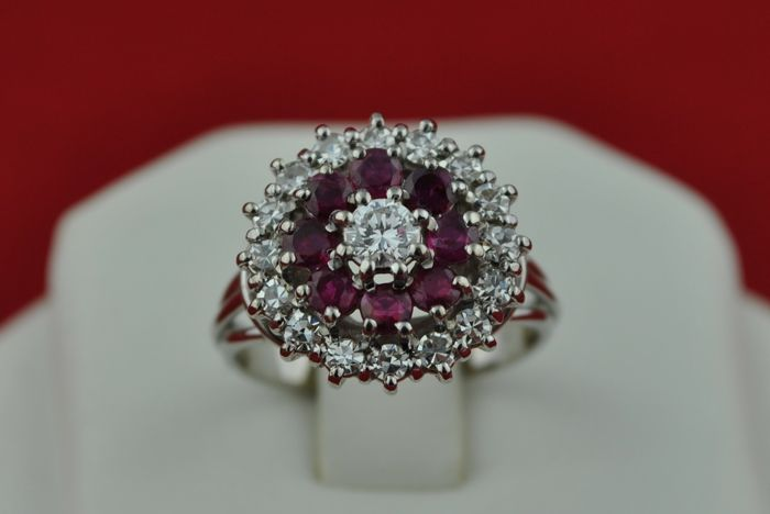 Diamonds & Blood Red Ruby Ring set on 18k White Gold with 17 Diamonds (total +/-0.80ct-0.90ct) and 8 rubies (2.5mm)