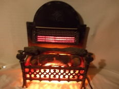 Old electric stove with series of six independent resistors with independent ignition. Origin: England, 20th century
